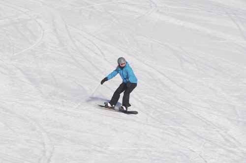 SNOWBOARDING - LOOKS LIKE FUN!