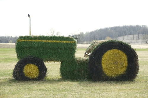 IS THIS A JOHN DEERE?